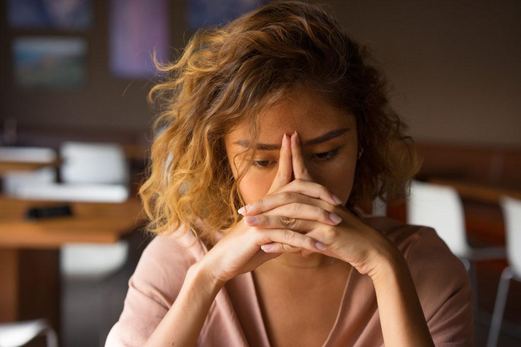 γυναίκα υποφέρει από κατάθλιψη